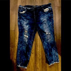 Distressed ankle length jeans